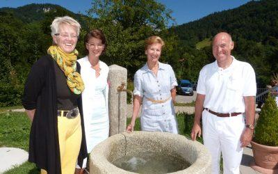 August 2013 – Der Geri-Garten bekommt einen Brunnen  Foto: Wechslinger