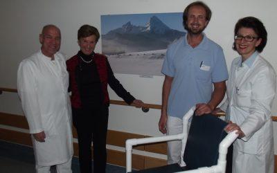 November 2015 – 5 Leichttoilettenstühle speziell für geriatrische Patienten